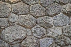 墙壁被修筑涨落不定向背景扔石头 老石制品纹理  文本的空间 可靠性的概念 库存图片
