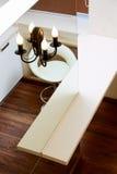 墙壁镜子和棒桌面顶视图 免版税库存照片
