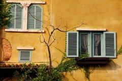 墙壁黄色 免版税库存图片