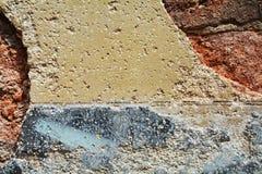 墙壁,裂口,裂口,在老古色古香的威尼斯式墙壁上的街道画 库存图片