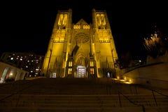 增光大教堂的步骤在旧金山在晚上 免版税库存图片