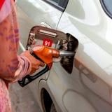增加燃料 免版税库存照片
