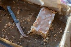 增加鲜美成熟苹果的蛋糕 s最后片断  免版税库存图片