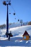 增强山滑雪者 免版税库存照片
