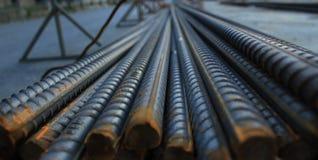 增强混凝土的钢钢筋在工地工作 库存照片