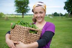 增长的家庭菠菜妇女 图库摄影