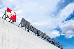 墨卡托集中有它的商标的超级市场,墨卡托是属于克罗地亚小组Agrokor的斯洛文尼亚超级市场品牌 免版税库存图片