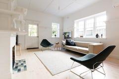 墨尔本公寓的大当代被称呼的客厅 库存照片