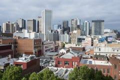 墨尔本市都市风景从罗素街的 免版税库存照片