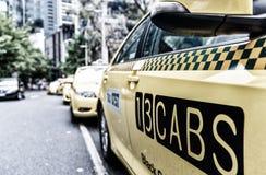 墨尔本澳大利亚- 2015年11月20日:在墨尔本downt的出租汽车 库存照片