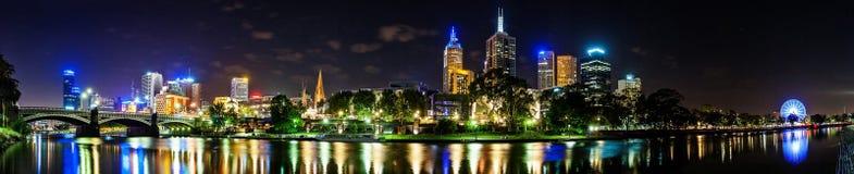 墨尔本美丽的景色街市横跨亚拉河在 库存图片