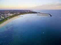 墨尔本美好的海岸线鸟瞰图日落的 库存照片