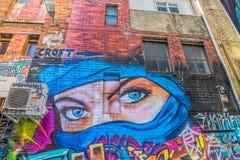 墨尔本街道画蓝眼睛妇女 免版税库存图片