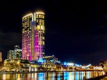 墨尔本, VIC/Australia 5月10日2018年:冠赌博娱乐场在Southbank的塔大厦 库存照片