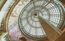 墨尔本- 2015年10月:在玻璃圆顶,小屋的工厂下的塔 免版税图库摄影