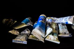 墨水管蓝色口气艺术家`创造性的将运作的所有艺术家的各种各样的蓝墨水管 库存照片