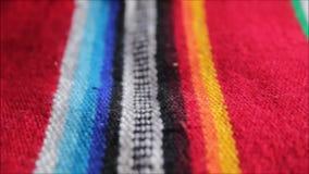 墨西哥与条纹的雨披墨西哥墨西哥cinco de马约角地毯雨披节日背景 股票录像
