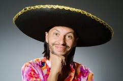 年轻墨西哥人佩带的阔边帽 库存图片