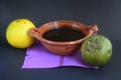 墨西哥传统黑美洲热带树甜点做用橙汁 免版税库存照片
