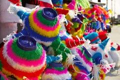 墨西哥党彩饰陶罐组织五颜六色的纸 库存照片