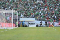 墨西哥国家足球队员的目标, Chicharito 14 库存照片
