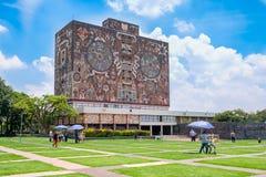 墨西哥国立自治大学的中央图书馆 免版税图库摄影
