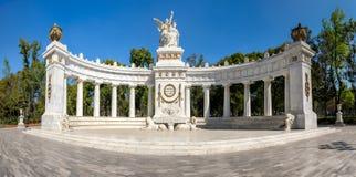 墨西哥城阿拉米达中央的华雷斯半圆形在墨西哥DF 免版税库存图片