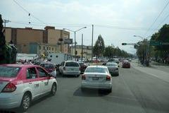 墨西哥城,墨西哥- 2018年3月18日-墨西哥大都会首都充塞了交通 库存图片