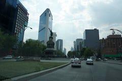 墨西哥城,墨西哥- 2018年3月18日-墨西哥大都会首都充塞了交通 图库摄影
