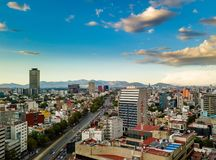 墨西哥城-空中全景-日落 免版税库存图片
