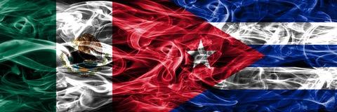 墨西哥对古巴肩并肩被安置的烟旗子 墨西哥人和古巴 皇族释放例证