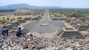 墨西哥月亮teotihuacan全景的金字塔 库存图片