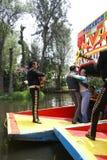 墨西哥流浪乐队吉他演奏员和舞蹈家 库存照片