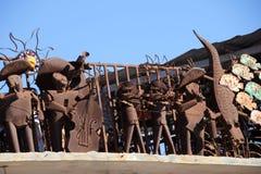 墨西哥流浪乐队在Puerto Penasco,墨西哥结合在显示的金属艺术品 免版税图库摄影