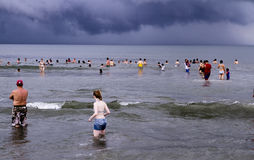 墨西哥海滩的人们在太平洋 免版税库存照片