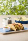 墨西哥炸玉米饼用牛肉,切达干酪,蕃茄 图库摄影