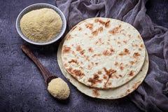 墨西哥玉米粉薄烙饼和玉米粉 库存照片