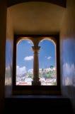 墨西哥瓦哈卡圣多明哥从窗口的修道院视图与colu 免版税图库摄影