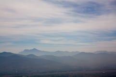 墨西哥瓦哈卡Monte奥尔本与云彩的谷视图 库存照片