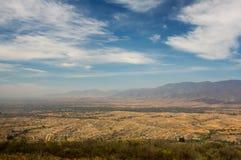 墨西哥瓦哈卡Monte奥尔本与多云天空的谷视图 库存照片