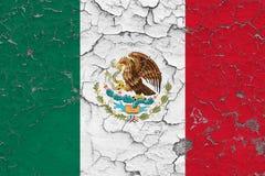 墨西哥的旗子在破裂的肮脏的墙壁上绘了 葡萄酒样式表面上的全国样式 库存例证