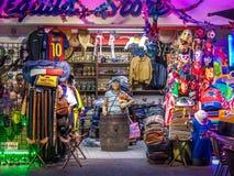 墨西哥礼品店门面-巴亚尔塔港,哈利斯科州,墨西哥 免版税库存图片