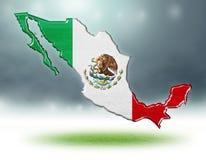 墨西哥设计地图与足球场草纹理的  库存图片