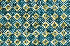 墨西哥陶瓷马赛克墙壁,老绿色瓦片 图库摄影