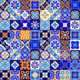 墨西哥风格化塔拉韦拉铺磁砖在蓝色橙色的无缝的样式和白色,传染媒介 免版税库存图片