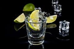 墨西哥龙舌兰酒飞溅 免版税库存照片