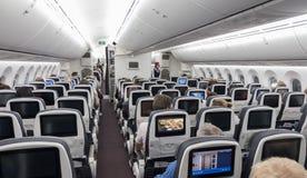 墨西哥- 2017年11月22日:与人的Aeromexico波音787Â Dreamliner内部 免版税库存图片