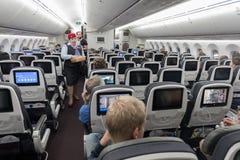 墨西哥- 2017年11月22日:与客舱乘员组的Aeromexico波音787Â Dreamliner内部 库存照片