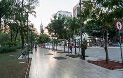 墨西哥- 2017年10月19日:墨西哥与交通的早晨都市风景 库存照片