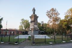 墨西哥- 2017年10月19日:墨西哥与何塞玛丽亚的地方公园和纪念碑的早晨都市风景 库存图片